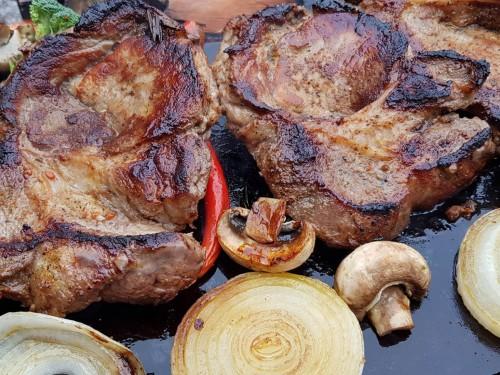 Стейк из свинины на мангале