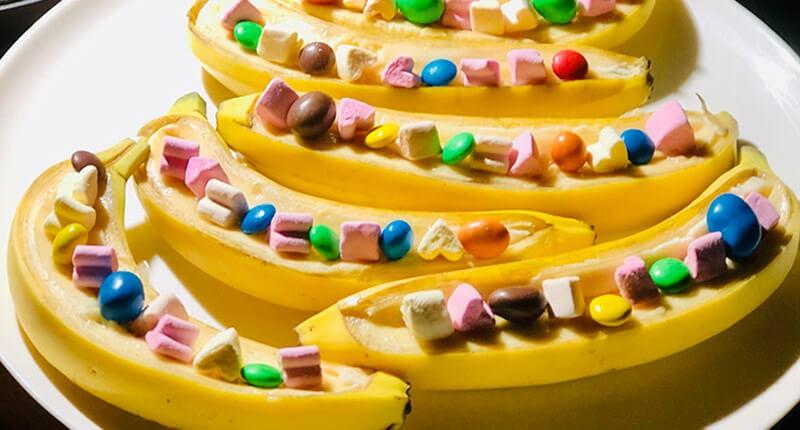 Десерти на грилі - банани і яблука з маршмелоу
